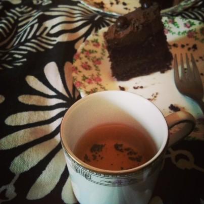 White tea and chocolate cake